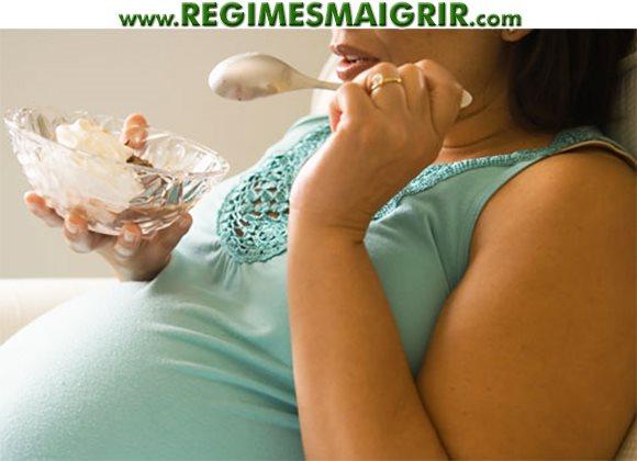 La nutrition adoptée par une maman pendant sa grossesse influence grandement le risque d'obésité de son bébé plus tard