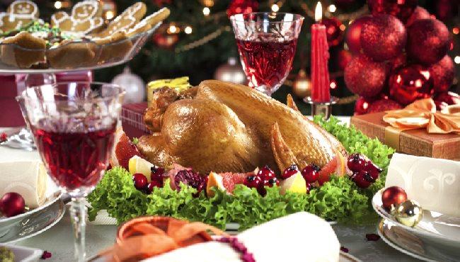 Repas de fête avec table dressée