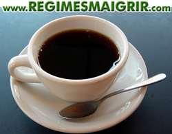 Une tasse de café noir
