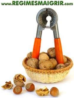 Manger des noix en modération permet d'obtenir divers avantages santé en plus d'une belle sensatino de satiété