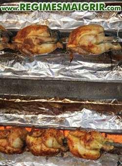 Le poulet cuit au four apporte peu de graisses mais beaucoup de protéines afin de prolonger la satisfaction post-repas