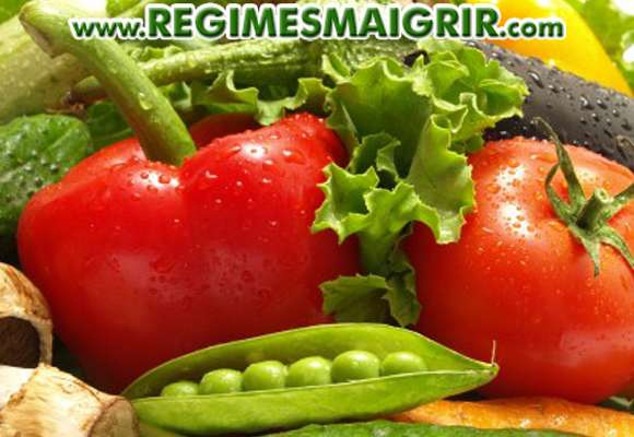 Quelques fruits et légumes frais posés en vrac