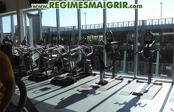 Faire un tour à la salle de gym tôt le matin peut vous aider à brûler plus de graisse et ainsi accélérer la perte de poids