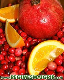 Un jus fait de canneberge, de grenade, d'orange et d'eau peut aider à détoxifier
