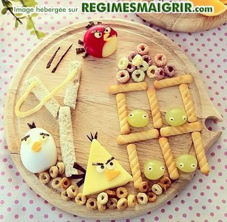 Les Angry Birds personnages d'un jeu phare sont ici composés de nourritures