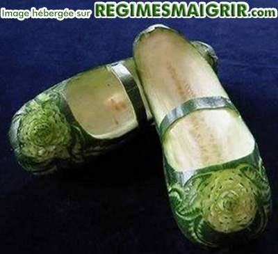 Deux chaussons fabriqués à partir de deux concombres
