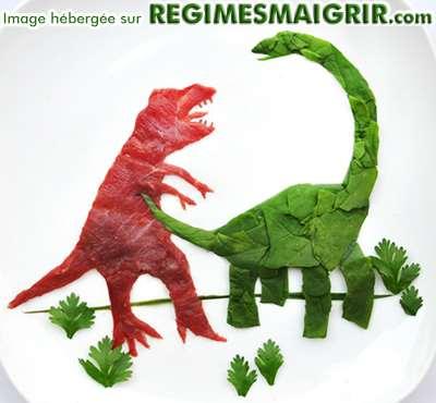 Deux dinosaures faits de légumes se battent