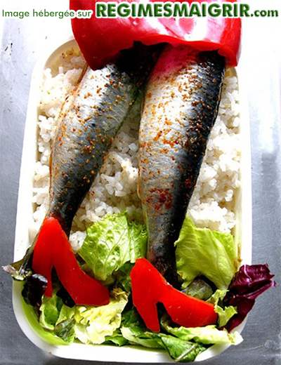 Une paire de jambes féminines est représentée ici par des poissons