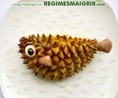 Poisson boule fait à partir d'un fruit exotique nommé durian