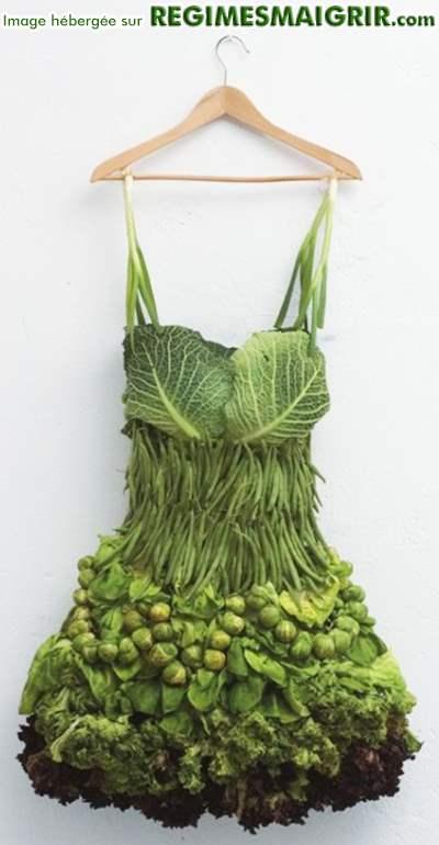 Une robe entièrement faite de légumes à croquer