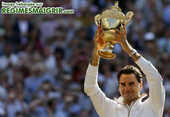 Le plus grand joueur de tennis de tous les temps Roger Federer est en train de sourire suite à sa victoire en finale de Grand Chelem