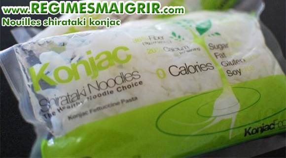 Les nouilles shirataki de konjac sont vendues trempées dans l'eau