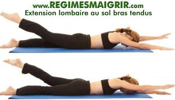 Une femme pratique l'exercice appelé extension lombaire bras tendus, le ventre posé sur le sol