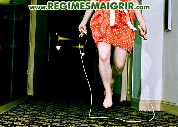 Faire de la corde à sauter entre deux exercices de musculation est utile dans le cadre d'un entraînement croisé