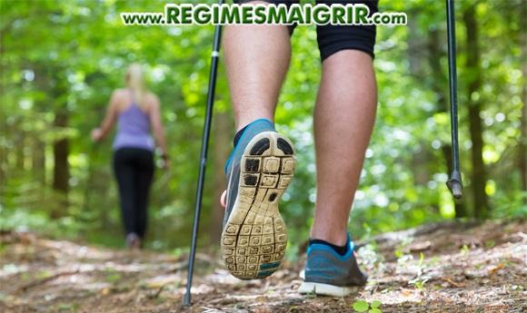 Choisir des chaussures et vêtements adaptés au nordic walking permet de booster la performance des marcheurs