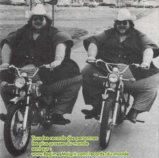 Les frères McGuire, 2 jumeaux identiques, détiennent le record des jumeaux les plus gros de l'histoire, ils pèsent 666 kilogrammes à eux deux