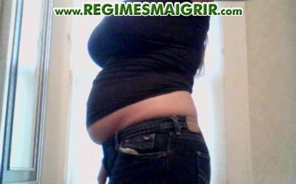 Ventre d'une femme où se trouve beaucoup de graisse