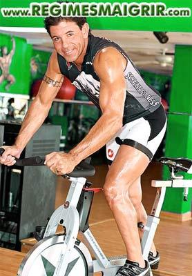 Pratiquer le cyclisme stationnaire peut aider à perdre du poids