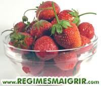 Un bol de fraises, une baie très populaire
