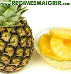 Une fois coupés en anneaux, les ananas peuvent être conservés plusieurs jours au réfrigérateur dans un récipient hermétique