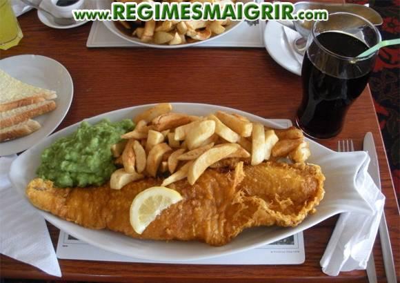 Manger dans des grandes assiettes comme celle vue sur cette photo est une mauvaise habitude à abandonner