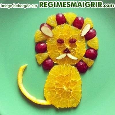 Un lion fait de morceaux de fruits