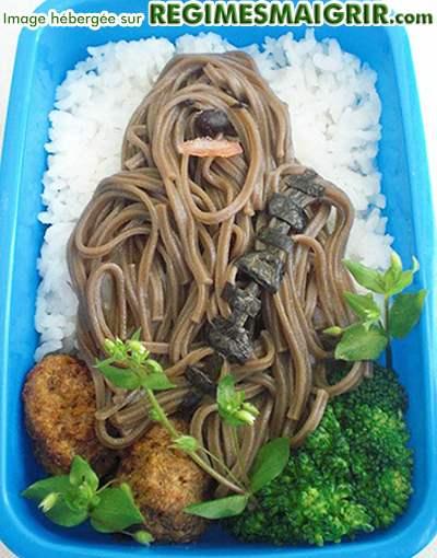 Des nouilles et des champignons représentant Chewbacca