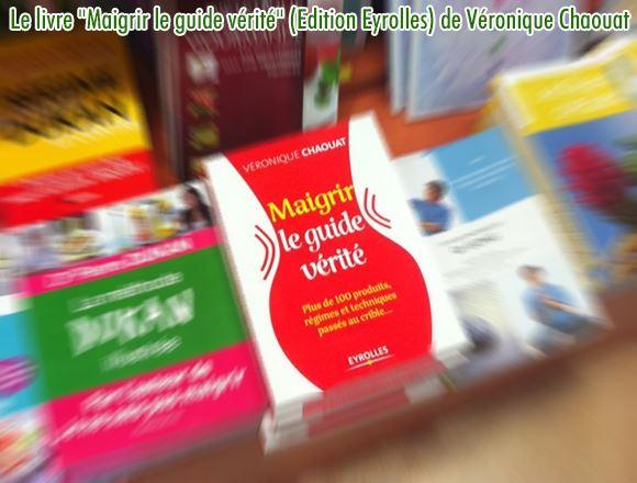 Le livre Maigrir le guide vérité est posé ici dans un rayon de librairies