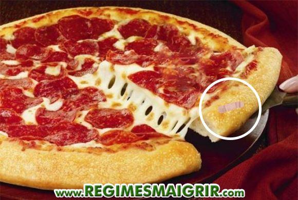 Un bandage ensanglanté a été trouvé incrusté dans une pizza de la marque Pizza Hut