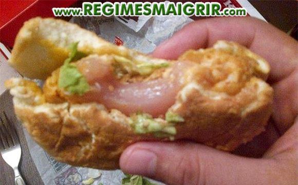 Un sandwich KFC a été vendu alors que son poulet n'était pas encore cuit