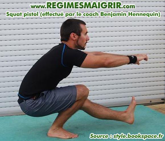 L'exercice squat pistol effectué par BHC