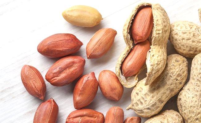 Des cacahuètes dans leurs cosses