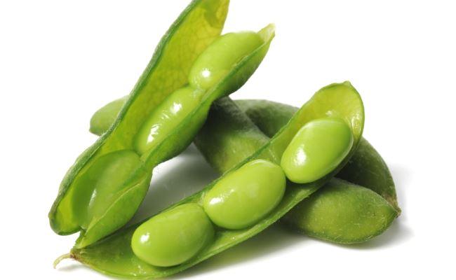 Des fèves d'edamame dans leurs cosses