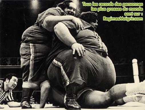 Les jumeaux les plus lourds du monde combattirent en équipe, jamais l'un contre l'autre