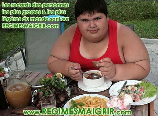 Le garçon le plus corpulent du monde ne fait pas de régime pour maigrir