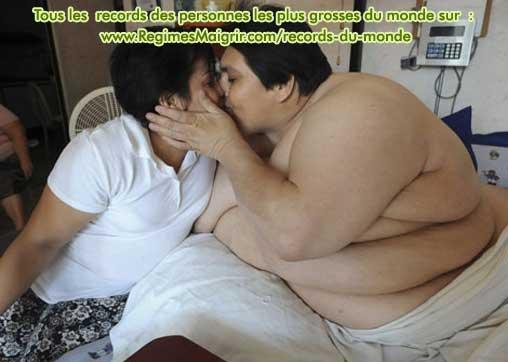 L'homme le plus gros du monde montre qu'on peut aimer malgré des problèmes de poids