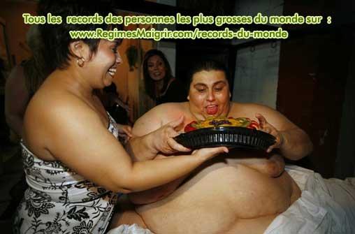 La femme de l'homme le plus gros du monde, Claudia Solis, chouchoute son mari