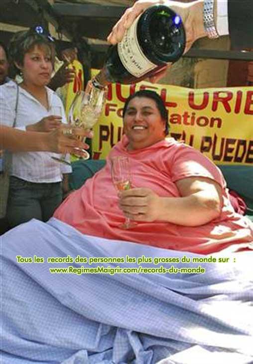 Manuel Uribe célébré par les siens lors de sa dernière sortie